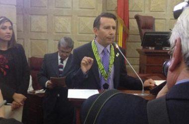 Condecorado el Doctor Ricardo Motta Vargas